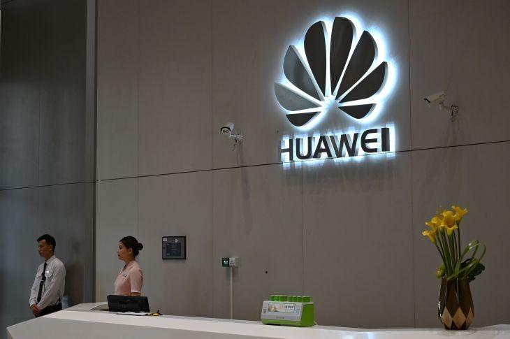 Huawei prohibe a sus empleados tener reuniones técnicas con contactos Estadounidenses