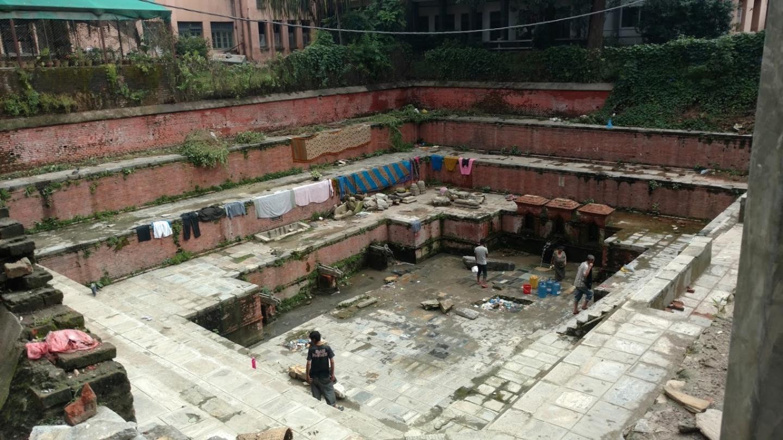 Lugar de limpieza y recolecta de agua. Muy útil durante los monzones.